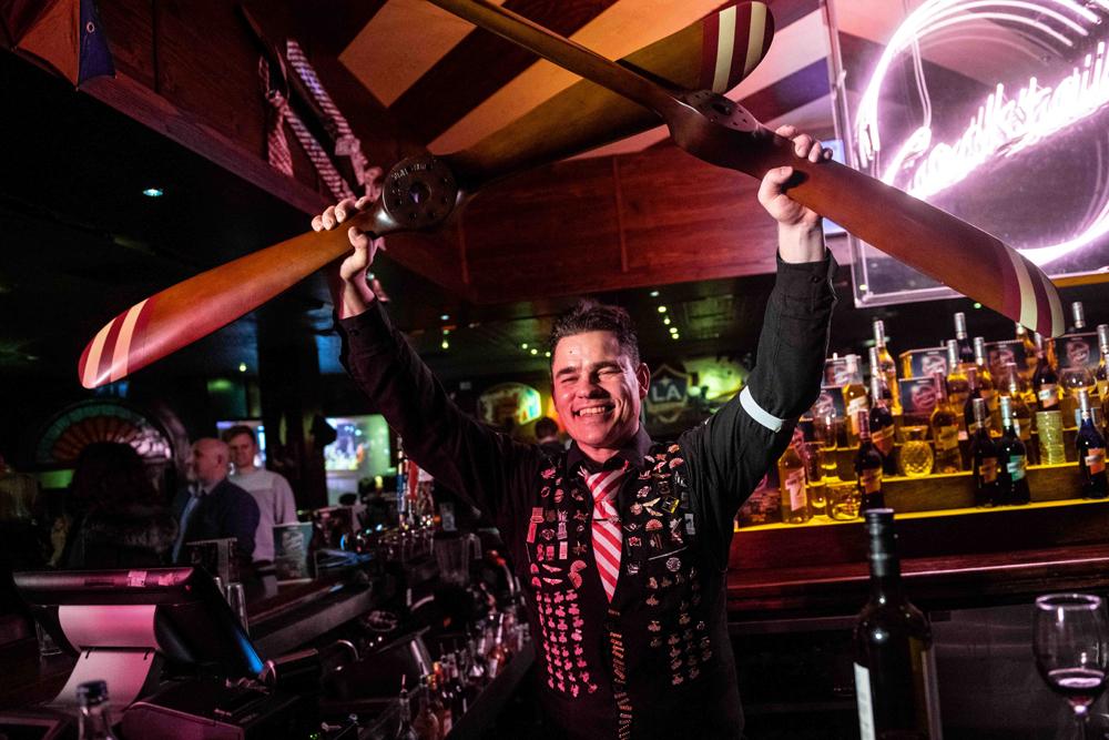 Rob Stephens TGI Fridays Basildon cocktail flair